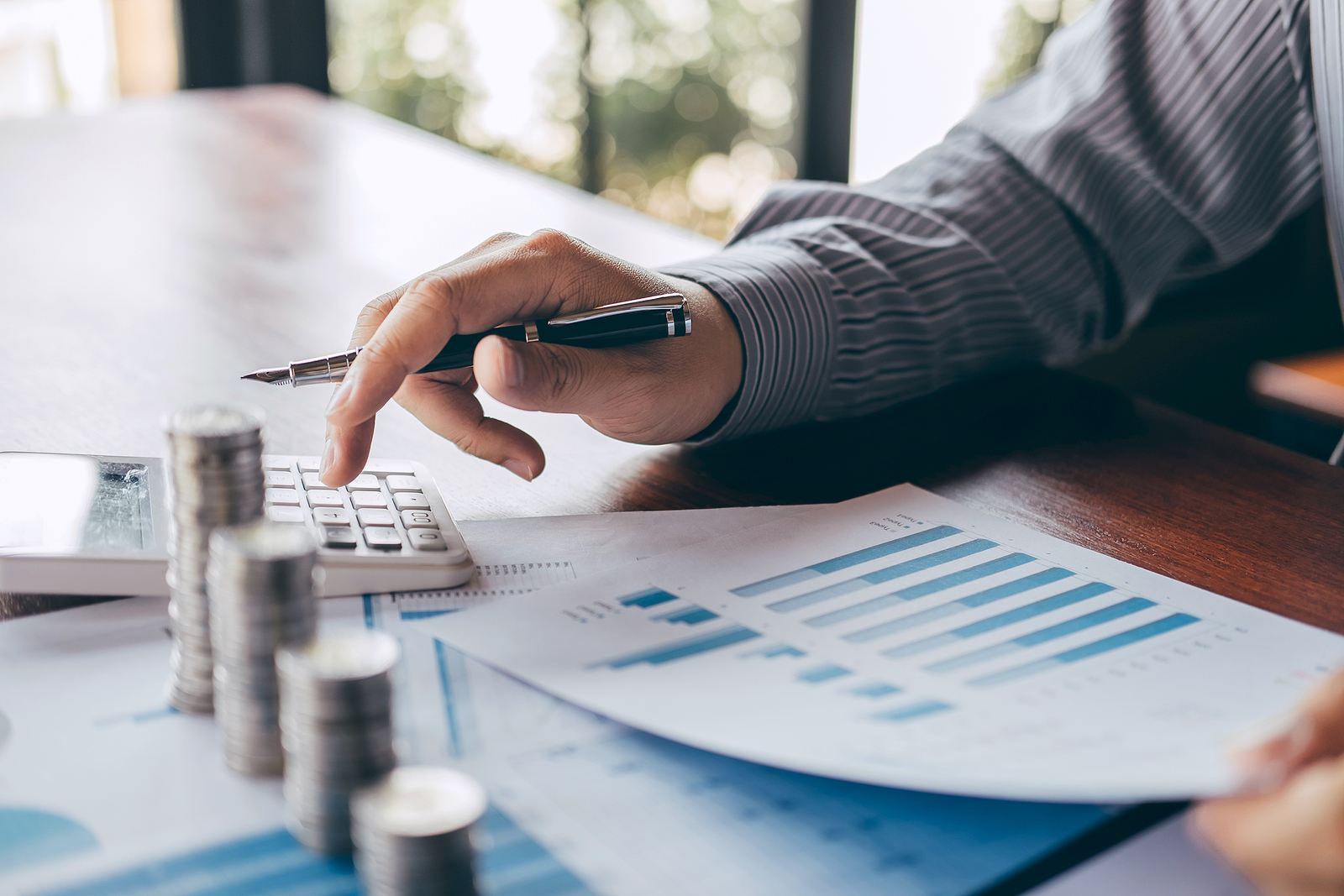 The Pros and Cons of Invoice Financing